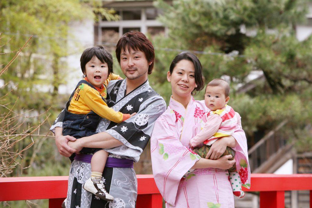 Exploring the Onsen town with Yukata
