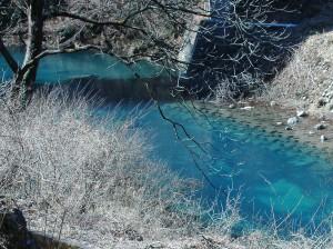 四万ブルーの四万川