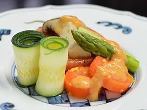 トマトのオリーブソテー、夏野菜添え、四万温泉の料理