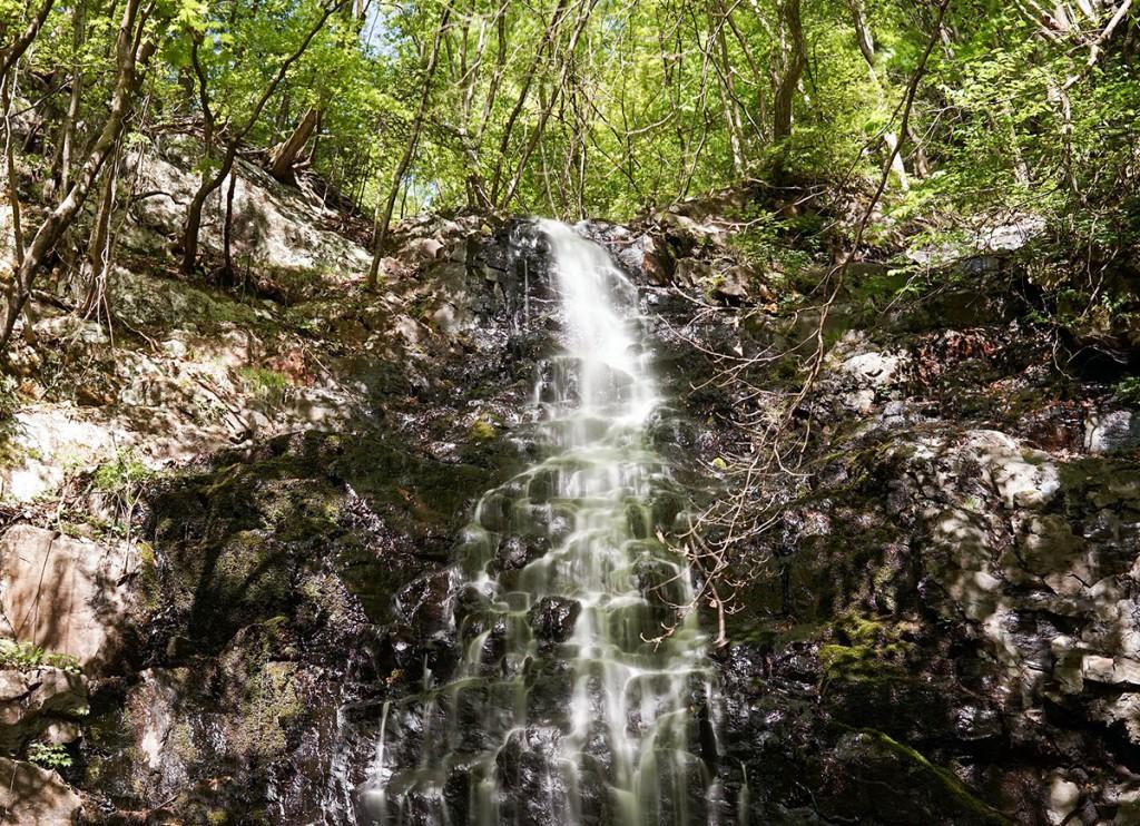 四万温泉の不動の滝