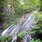 小倉の滝は四万温泉の名所のひとつ
