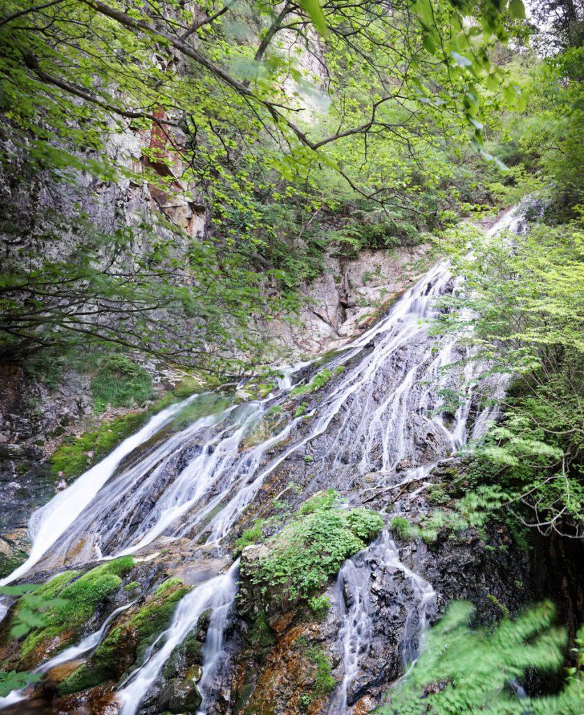 四万温泉の小倉の滝
