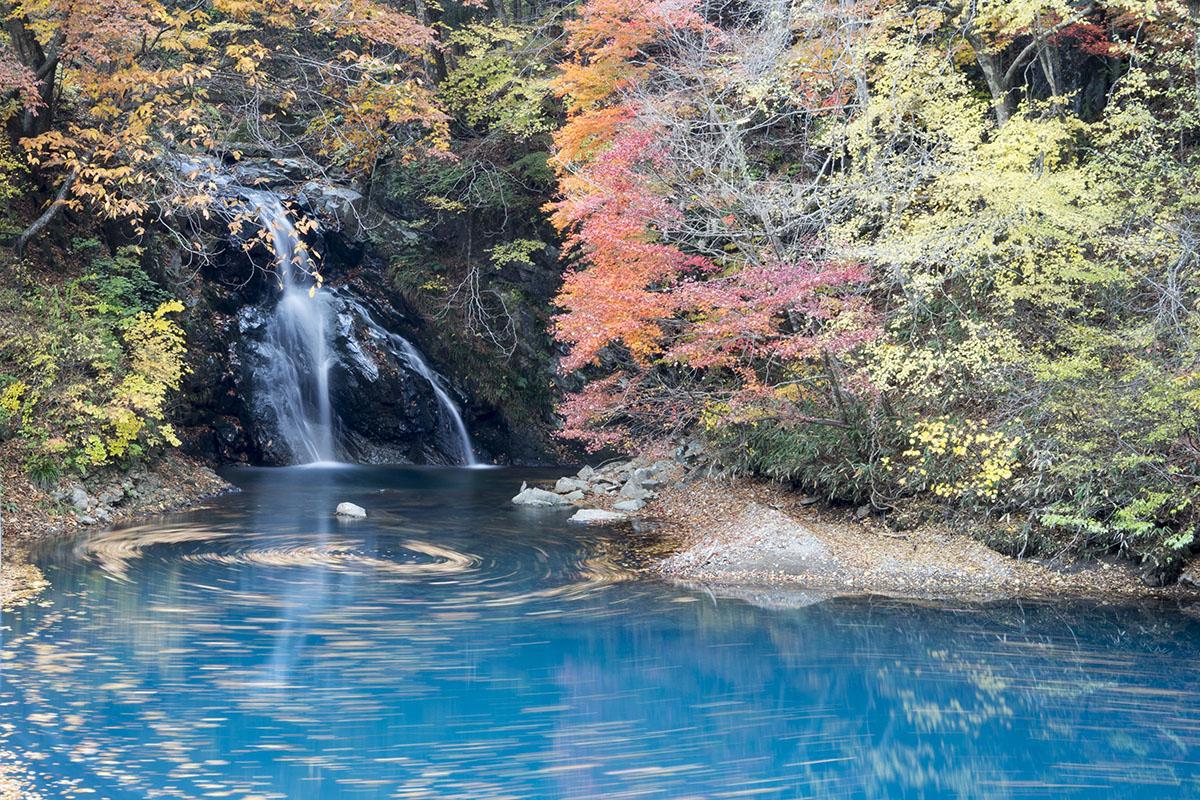 紅葉の桃太郎の滝