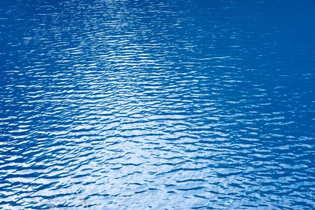桃太郎の滝の四万ブルー