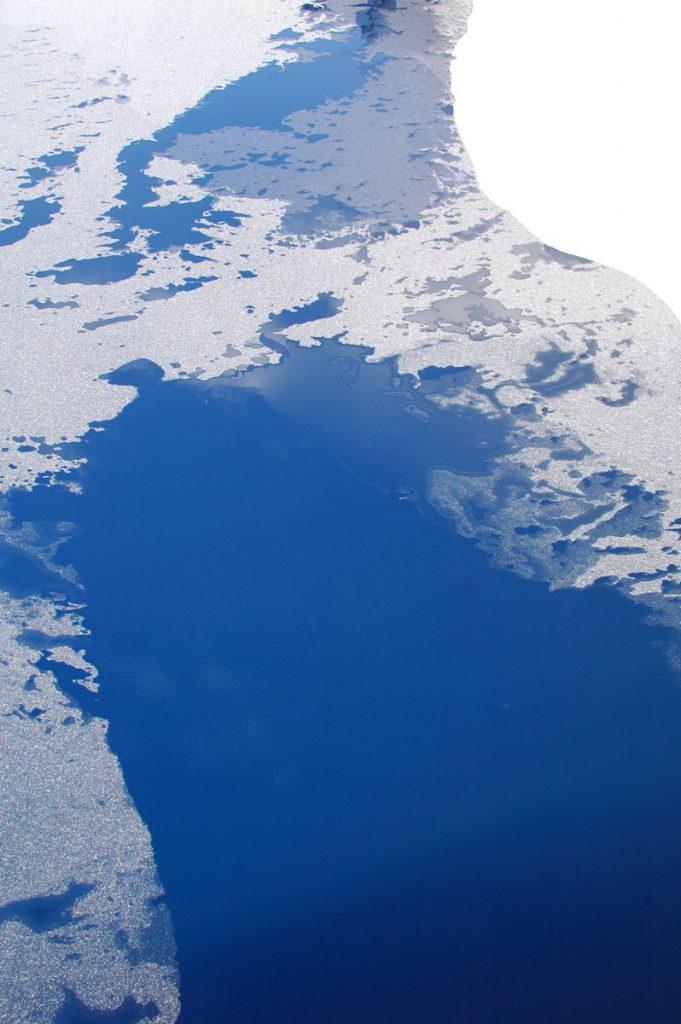 真冬の奥四万湖