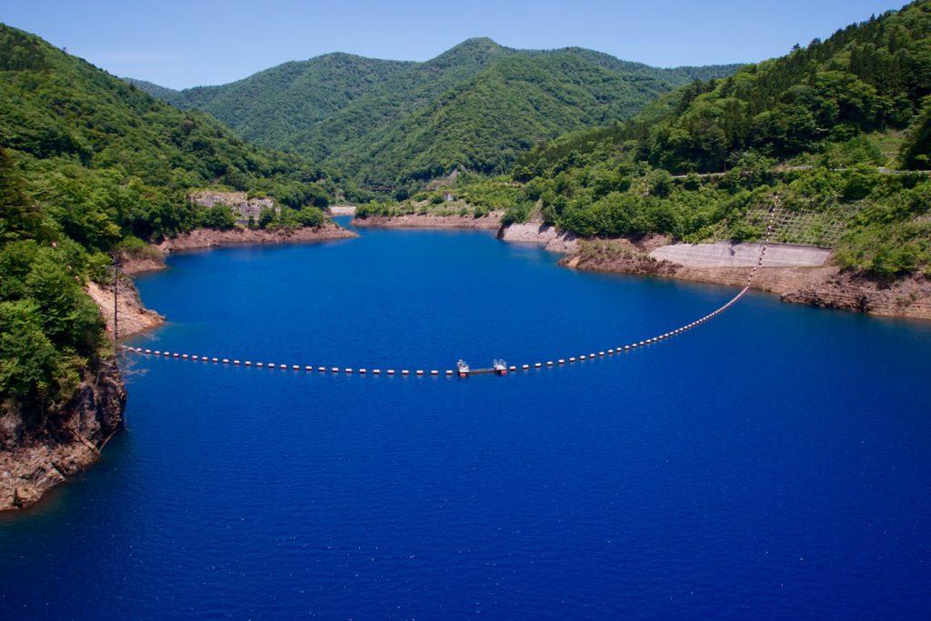 奥四万湖、四万ブルー