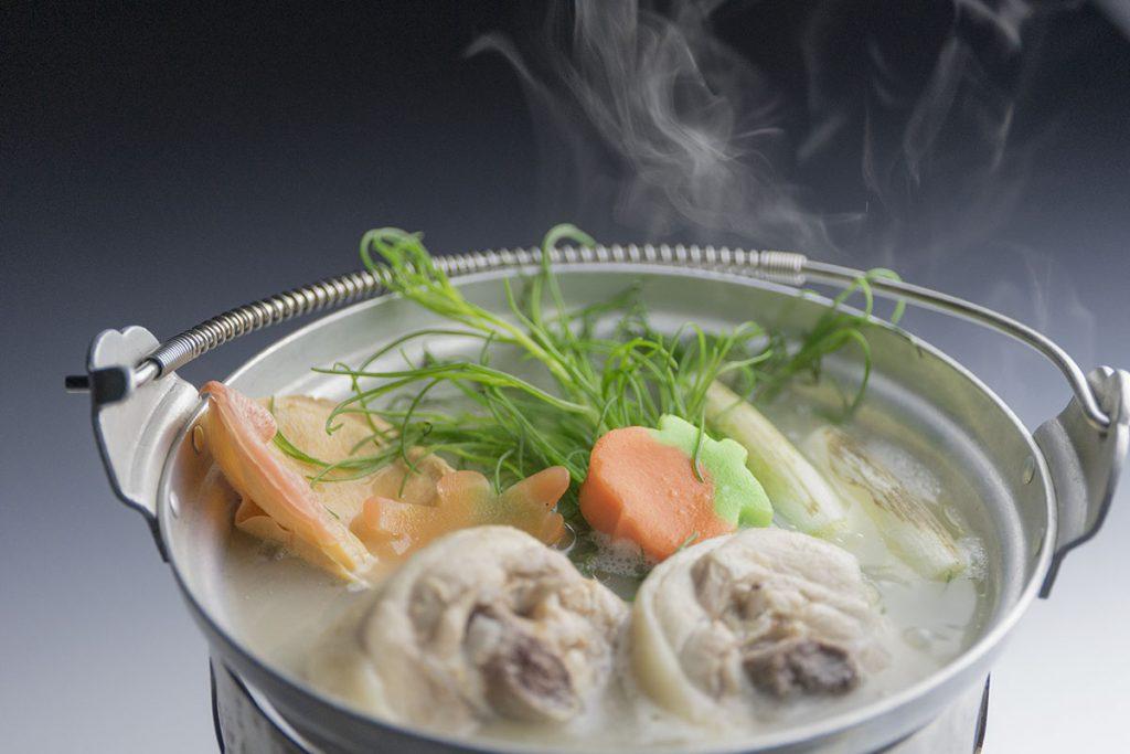 骨付き赤城鶏と県産野菜の鶏炊き鍋・特製ポン酢