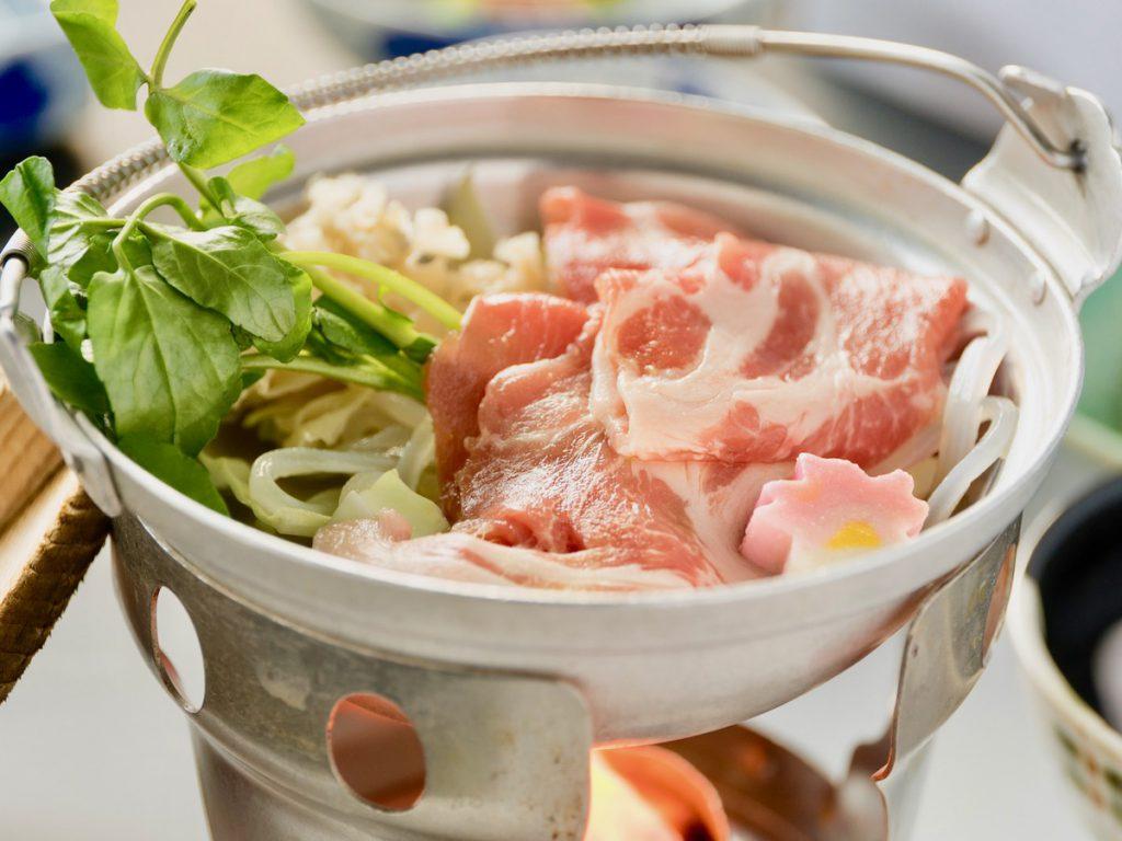 まる豚、グリーンピース鍋