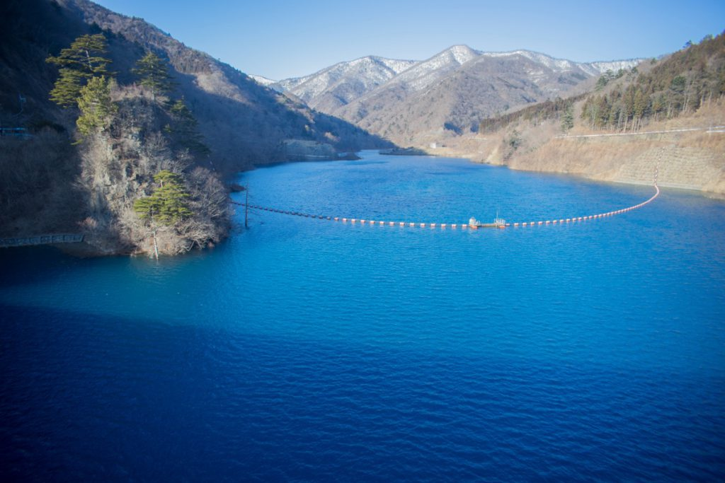 奥四万湖の四万ブルー