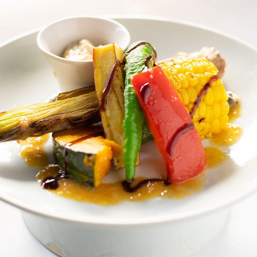 季節野菜の四万温泉グリル アボカドチリディップ