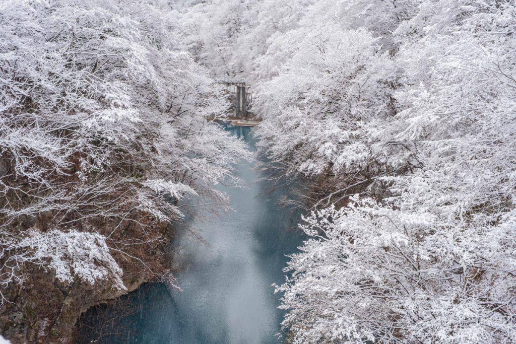 四万大橋からの春の雪景色