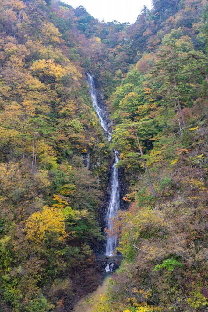 川原湯の不動の滝