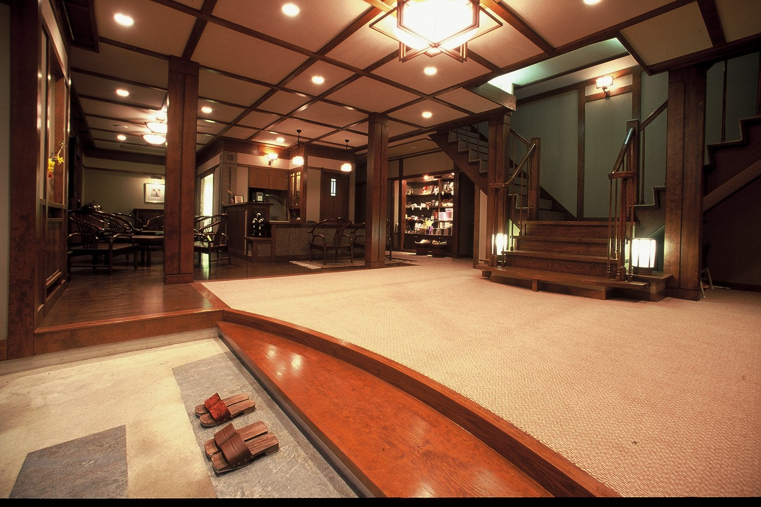 Difference between ryokan and hotel for Design hotel japan