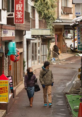 昭和レトロな町並みを楽しむ